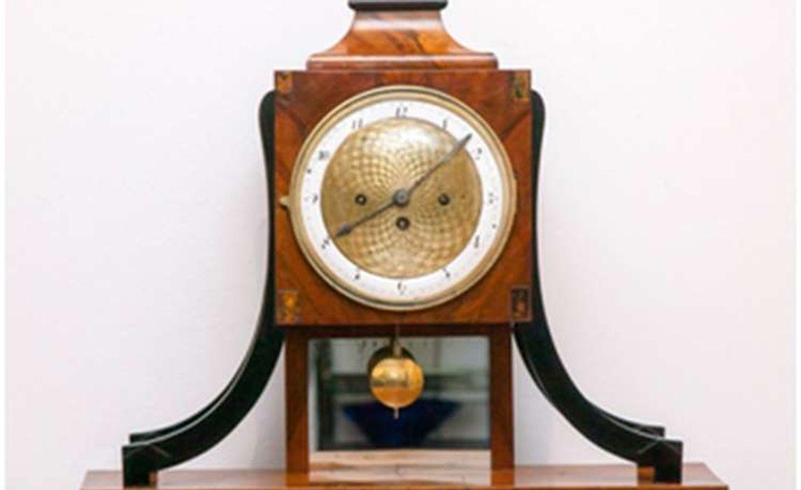 Uhr Nach Der Restaurierung